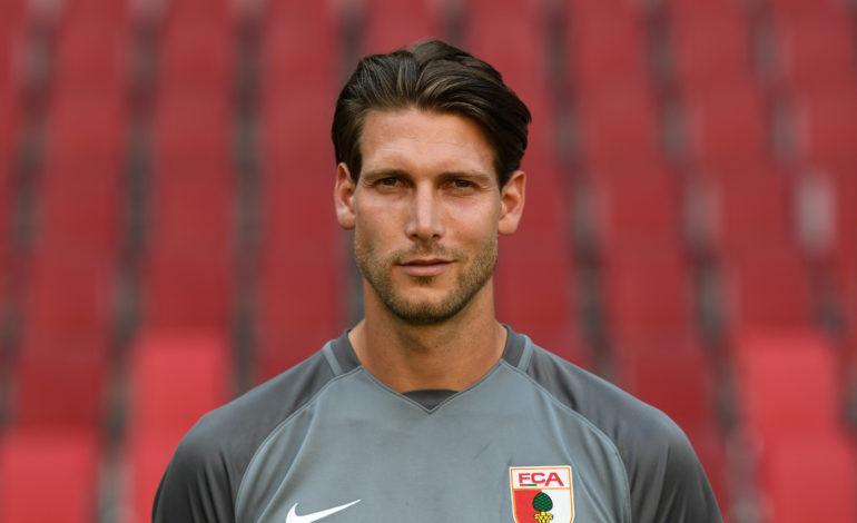 Fabian Giefer in der Diskussion beim FC Augsburg