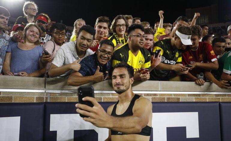 Mats Hummels mit Fans