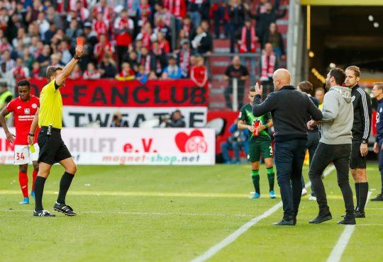 Sandro Schwarz muss nach roter Karte zuschauen