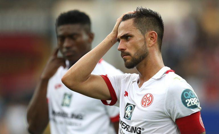 Mainz 05-Kapitän Danny Latza äußert sich zum Ex-Trainer Sandro Schwarz. Dabei kritisiert er vor allem seine eigene Mannschaft.