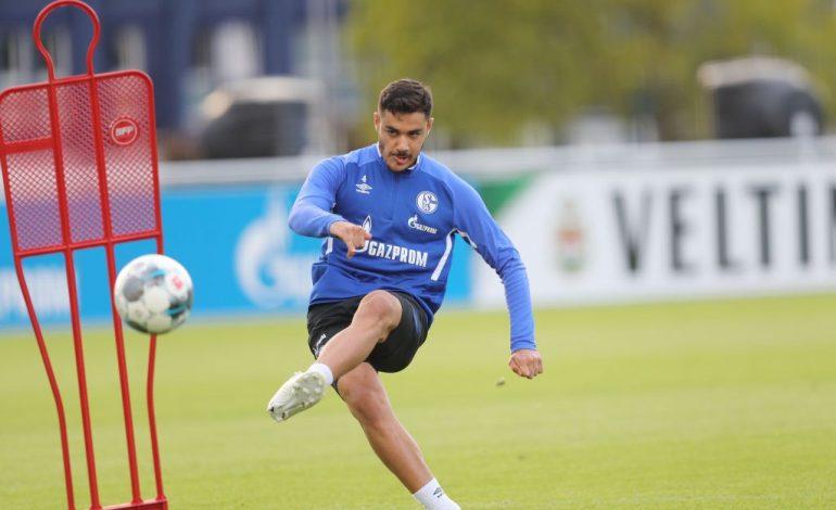 Ozan Kabak im Training bei Schalke