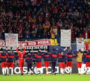 RB Mannschaft jubelt mit Fans