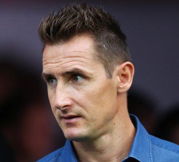 Miroslav Klose mit Hemdkragen