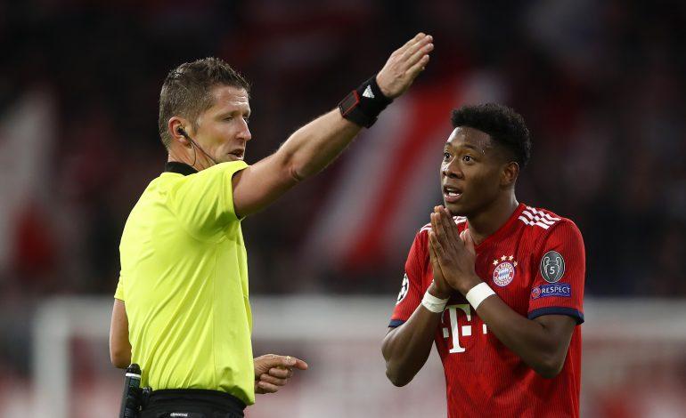 Daniele Orsato (l.) und Bayern-Star David Alaba (r:)