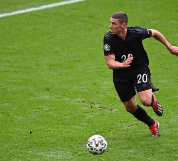 Der deutsche Nationalspieler Robin Gosens am Ball